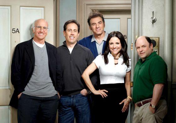 Se o elenco de 'Seinfeld' parecia vestir nada quando a série surgiu nos anos noventa, quando os atores se juntaram de novo há alguns anos em uma temporada de 'Larry David' (na imagem), eles já estavam a ponto de ser um novo ícone da modernidade.