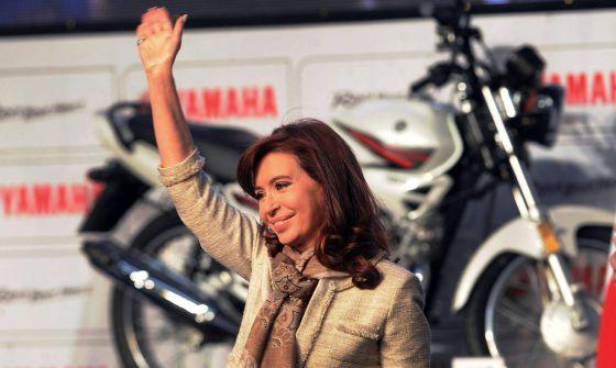 A presidenta argentina, durante a inauguração de uma fábrica de motocicletas em Buenos Aires, no dia 23 de julho.