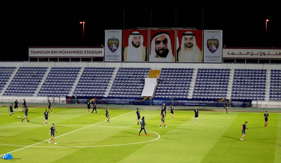 River treina no estádio do Al Ain, nos Emirados Árabes.