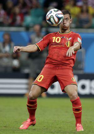 Eden Hazard controla a bola durante o Mundial.