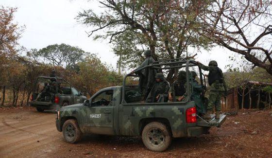 Militares na comunidade de El Salitre, onde 17 pessoas desapareceram.