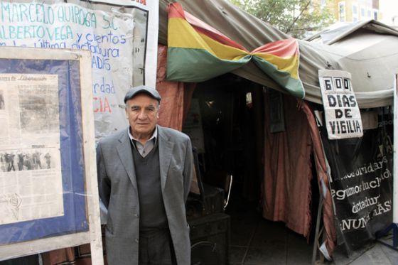 Julio Llanos, um dos ativistas do movimento que reivindica uma mudança no tratamento dado às vítimas dos regimes militares na Bolívia.
