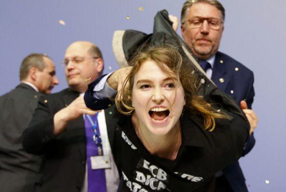 Josephine Witt, presa depois de sua ação.