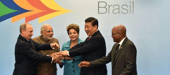 Os líderes dos BRICS posam na reunião de Fortaleza.