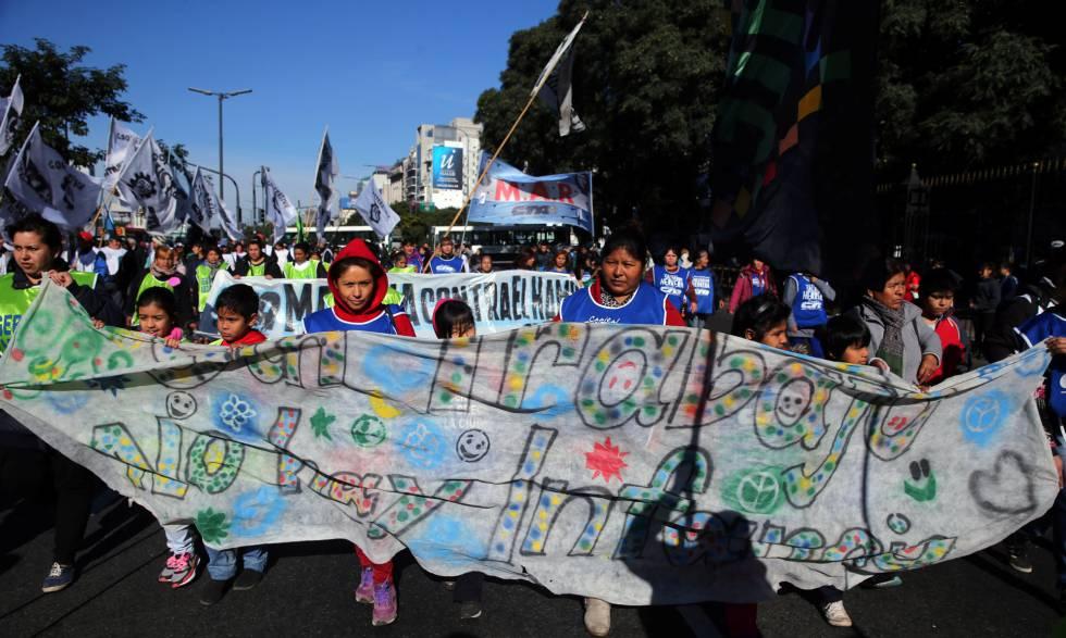 Protesto em Buenos Aires na quarta-feira para exigir trabalho.