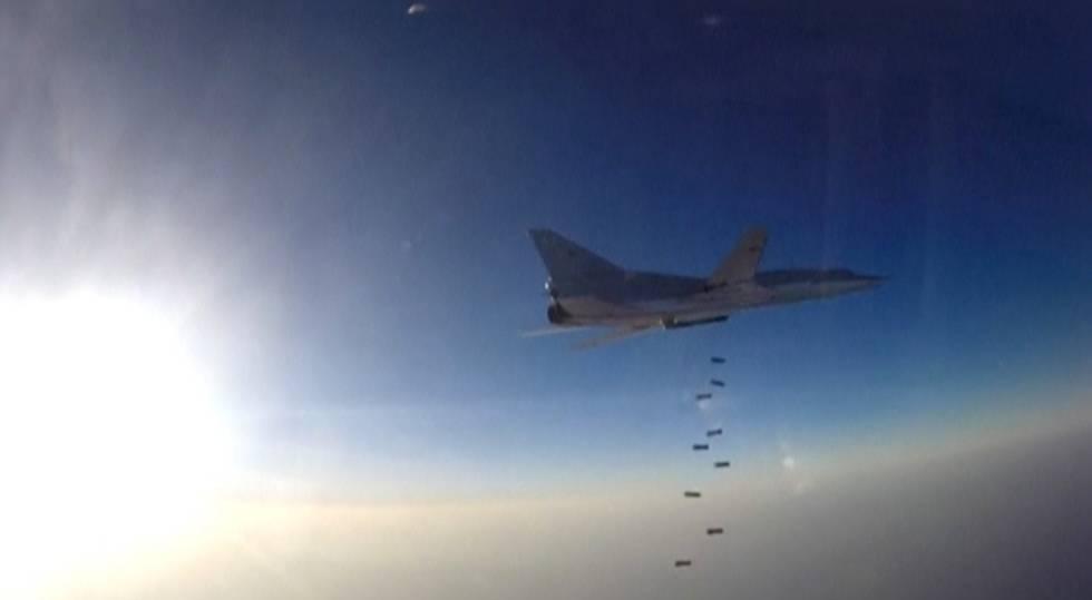 Avião russo bombardeia uma localidade síria em 16 de agosto de 2016.