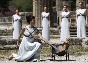 A 100 dias e uma semana do início dos Jogos Olímpicos, os raios de sol acendem na Grécia a tocha que chegará ao Brasil em 3 de maio