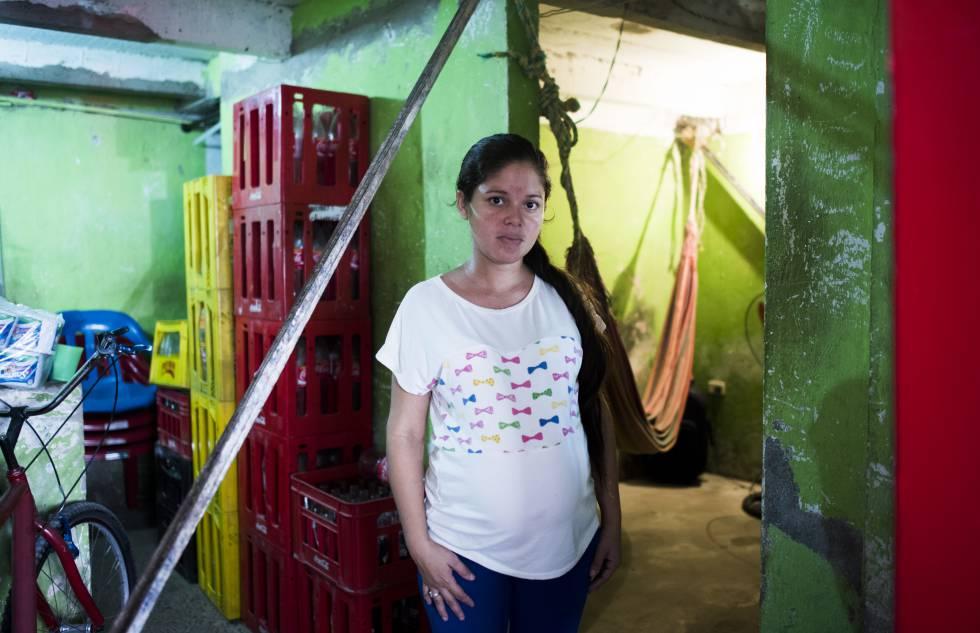 Dariana Elluz Amaya, dois dias antes de ter seu bebê em Cartagena.