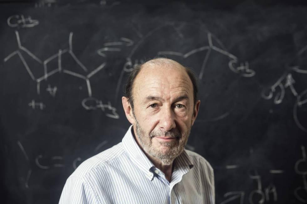 Alfredo Pérez Rubalcaba, na faculdade de Química da Universidade Complutense de Madri, onde dava aulas, em foto de 2016.