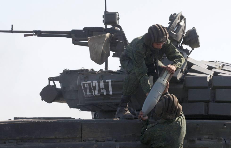 Militantes das forças da autodenominada República Popular de Lugansk em exercícios militares conjuntos com militares separatistas de Donetsk.