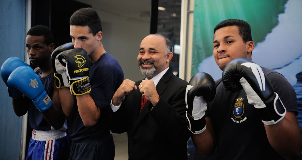 Hilton (no centro), ministro do Esporte.