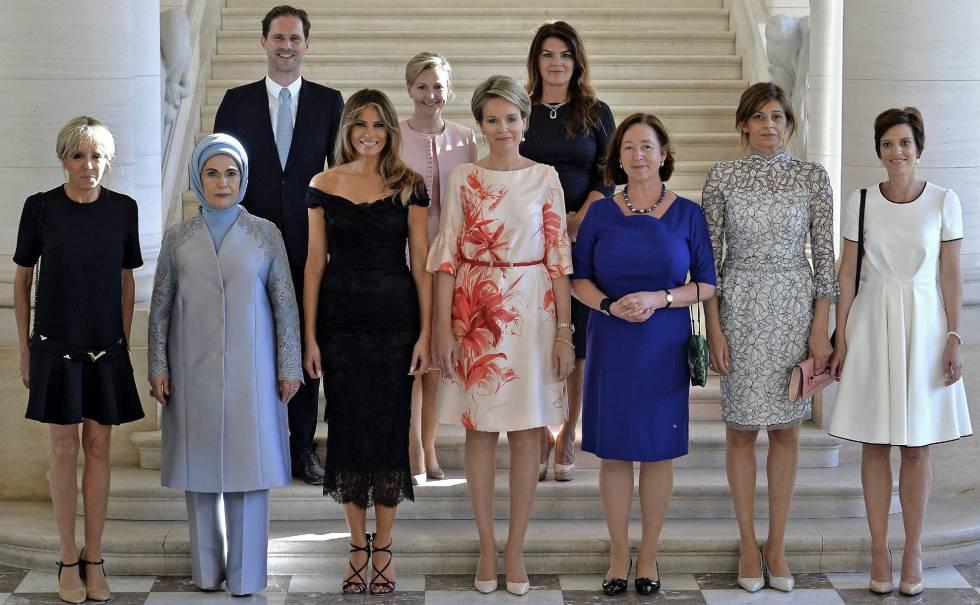 Gauthier Destenay, na segunda fila, ao lado das primeiras-damas na reunião da OTAN em Bruxelas.