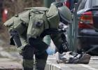 A polícia realizou uma grande operação no bairro dos suicidas, na capital belga. Segundo a promotoria, o segundo suicida do aeroporto, Najim Laachroui, participou dos ataques de Paris