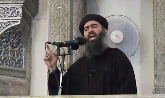 Abu Bakr Al Baghdadi durante sermão em mesquita no Iraque em julho.