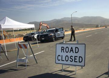 As máquinas trabalham desde terça-feira em uma região desabitada junto ao passo de fronteira de Otay Mesa, na Califórnia