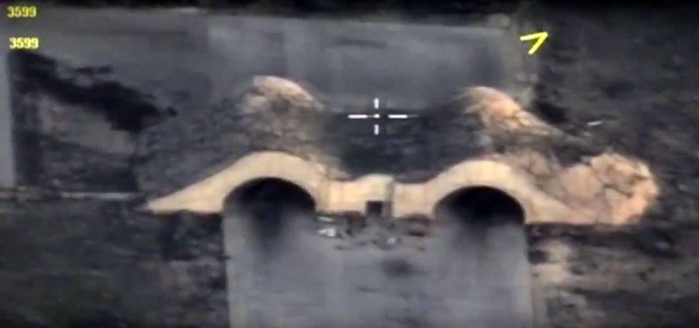 Hangares da base de Shayrat, depois do bombardeio pelos Estados Unidos