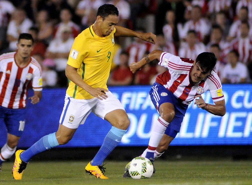 Ricardo Oliveira fez o primeiro do Brasil.