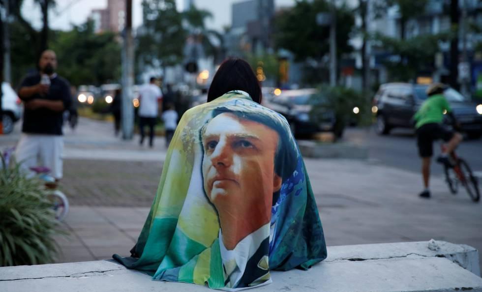 Manifestante favorável ao Governo Bolsonaro em Porto Alegre.