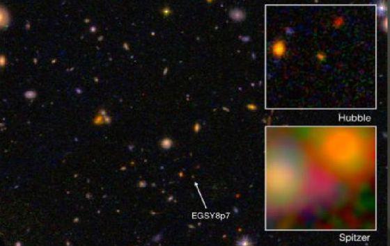 Galaxy EGS8p7, visto do Hubble e do Spitzer.