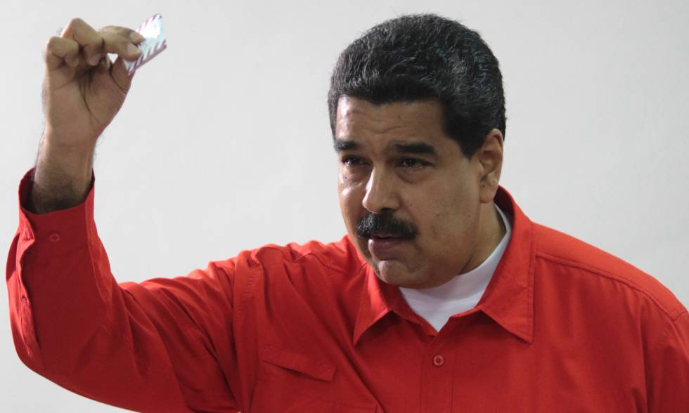 O presidente Maduro vota em Caracas.