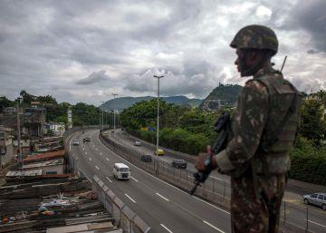 A partir desta sexta, general Walter Braga Netto passa a ter poderes de governador na área de segurança pública. Especialistas temem aumento de violações de direitos humanos e que solução seja paliativa