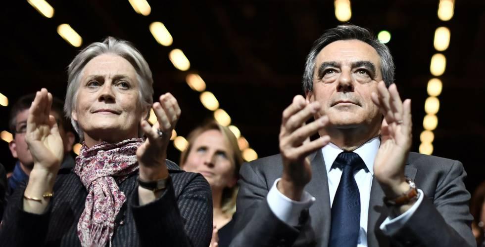 François Fillon e Penelope, durante ato político em novembro.