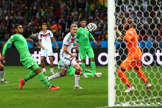 Schürrle, ao marcar com o calcanhar esquerdo.