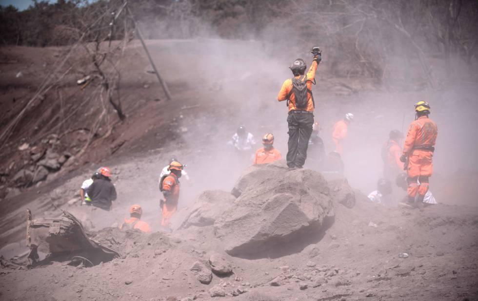 Equipes de resgate em Escuintla (Guatemala).