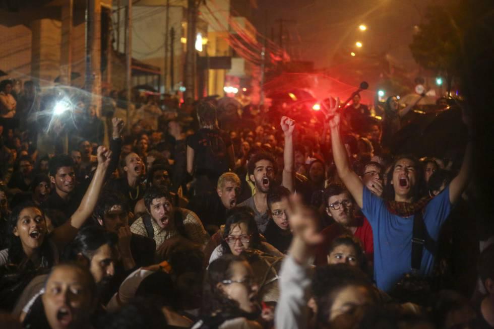 Manifestantes em São Paulo.