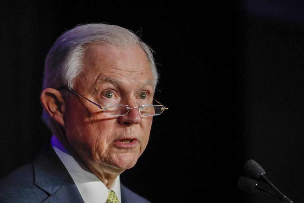 O secretário de Justiça dos EUA, Jeff Sessions, fala em conferência em Atlanta em 6 de junho.