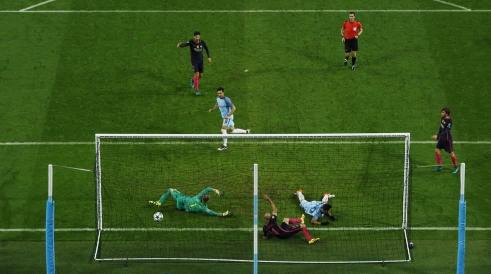 Gundogan marca o terceiro para o City contra o Barcelona.