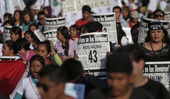 Manifestação na Cidade do México pelo assassinato dos 43 estudantes.
