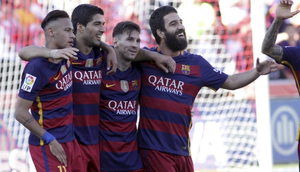 Neymar, Suárez, Messi e Arda comemoram contra o Granada.