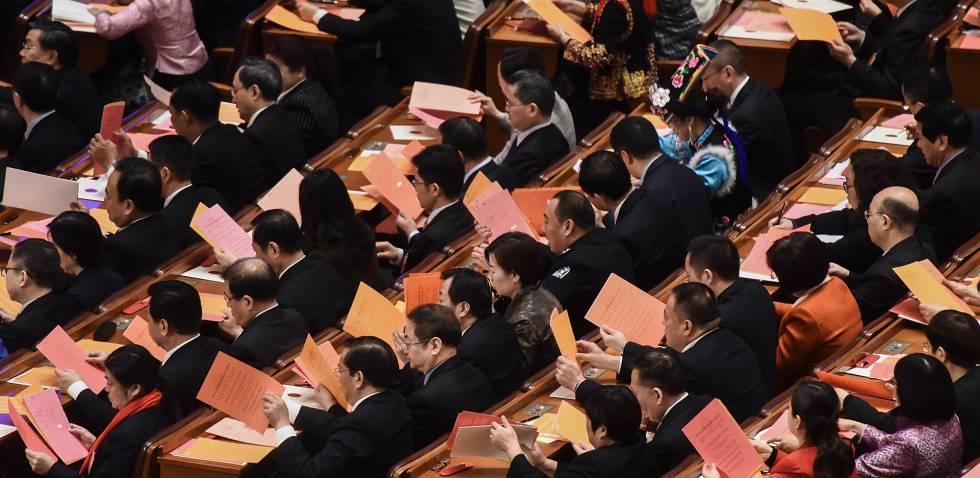 Dezenas de delegados no Congresso do PCC, neste domingo, em Pequim.