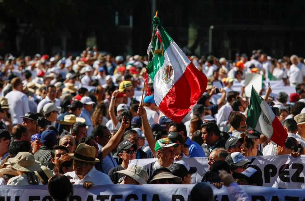 Protesto contra a violência no México no aniversário de um ano de López Obrador no poder, neste domingo, 1, 2019.