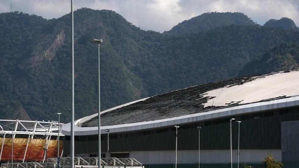 O telhado do velódromo foi parcialmente destruído pelo fogo