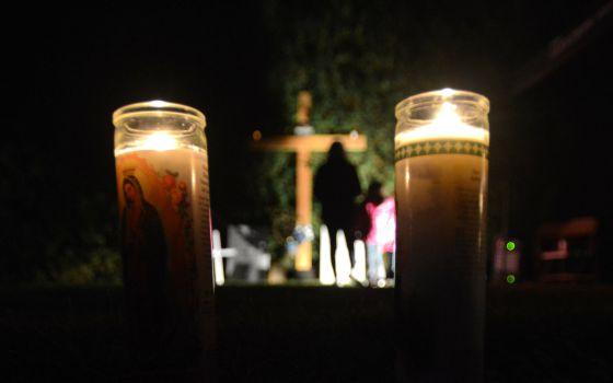 Vigília na St. Patrick St. Anthony Church em Chadwicks, Nova York.