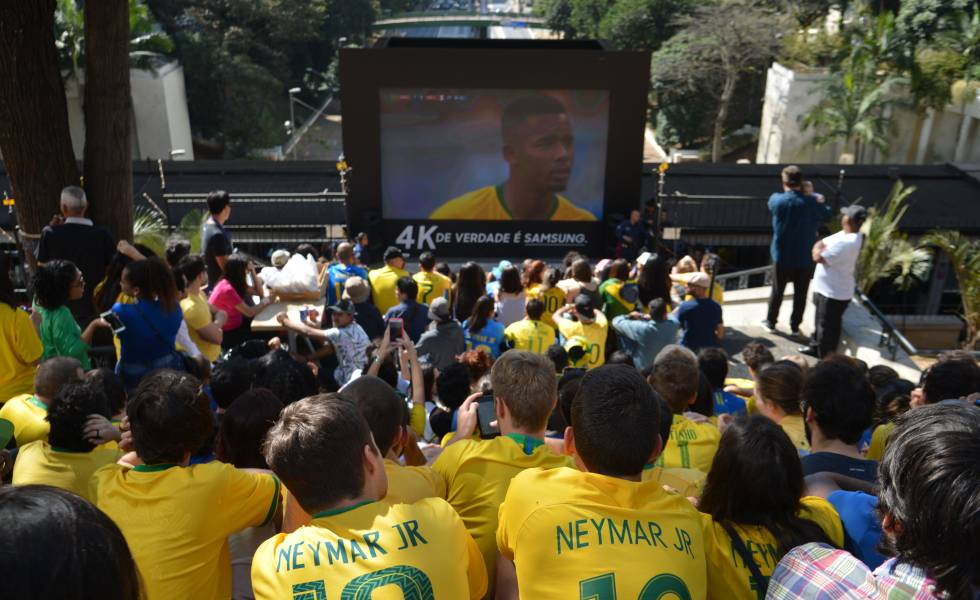 Torcedores no jogo Brasil x México