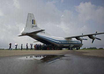 Os restos da aeronave foram encontrados por uma equipe de resgate da Marinha no Oceano Índico