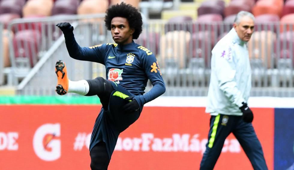 Willian treina sob o olhar de Tite; meia do Chelsea deve ganhar mais chances sem Neymar