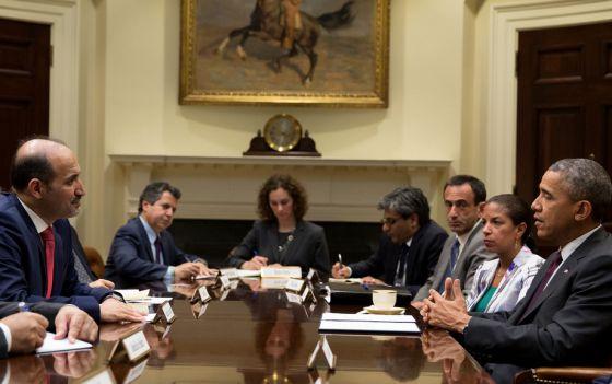 O presidente Obama se reuniu com o líder da oposição síria, Ahmad Jarba (esq.)