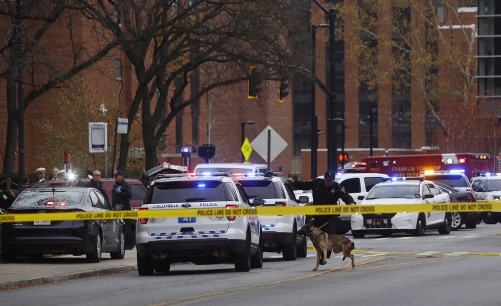 O campus da Universidade de Ohio, cercado pela polícia.