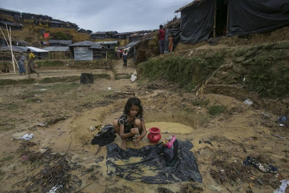 Menina rohingya no campo de refugiados de Balukhali, em Cox's Bazar (Bangladesh).
