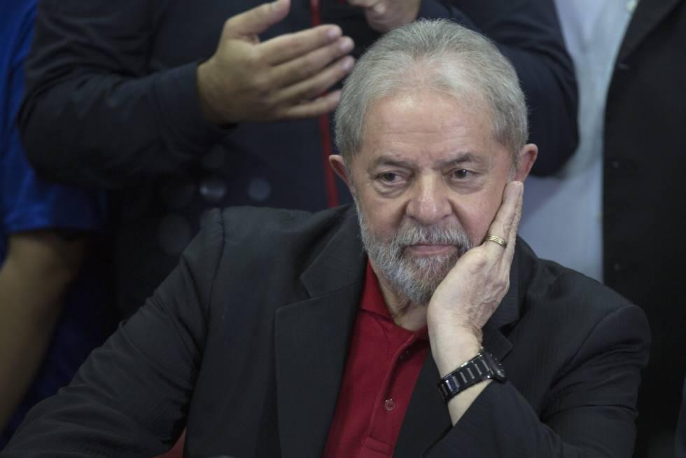Ex-presidente Lula oferece uma entrevista coletiva, em julho deste ano.