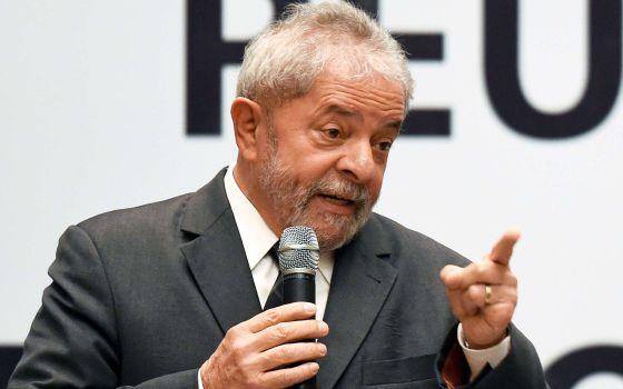 Lula fala durante encontro do PT em Brasília.