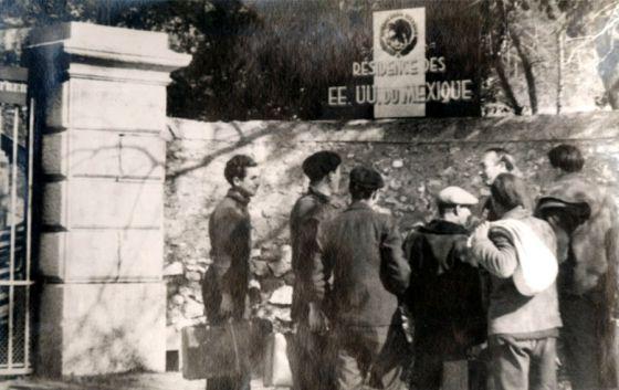 Entrada do castelo de Reynard, em Francia, que acolheu a 850 homens.