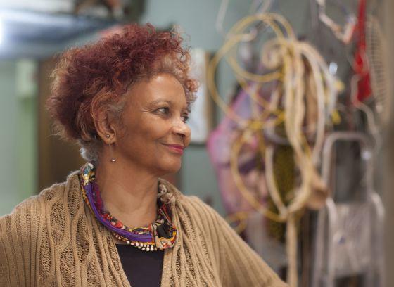A artista mineira Sônia Gomes.