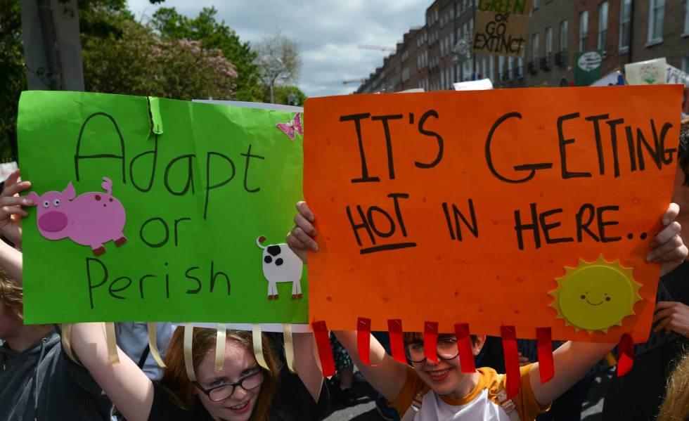 Manifestação de estudantes em Dublin protestando contra a mudança climática. A foto é de 24 de maio.