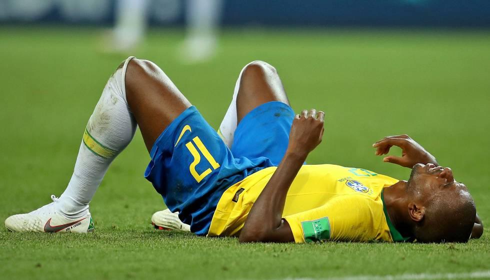 Fernandinho sofreu ofensas racistas depois da Copa.