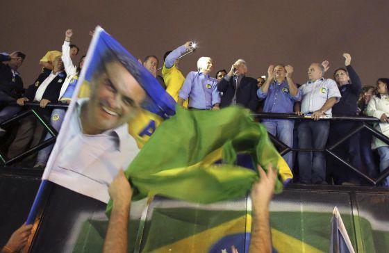 O ex-presidente Fernando Henrique Cardoso discursa em ato a favor de Aécio Neves, em São Paulo